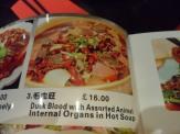 Kinarestauranter i China Town driver ikke med noe sånn pysete vestlig tilpassning av menyen.